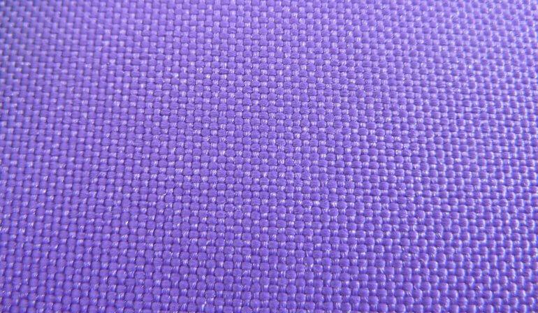 На фото четко видно плетение рогожка, характерное для ткани оксфорд