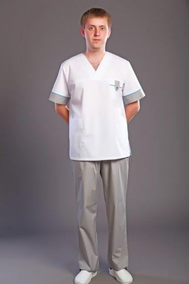 врач в серых штанах